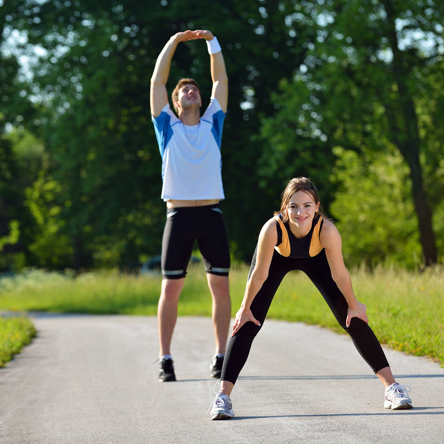 running-couple-exercise-stretching-park